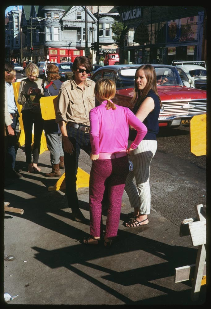 Haight-Street-Hippies-San-Francisco-in-1967-5