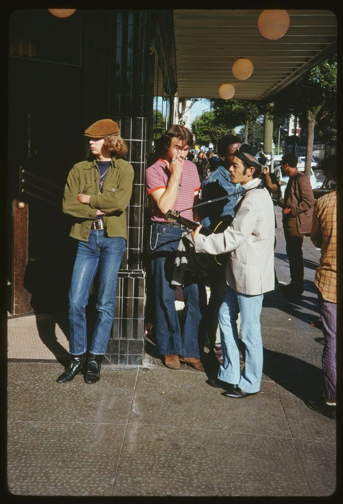 Haight-Street-Hippies-San-Francisco-in-1967-7