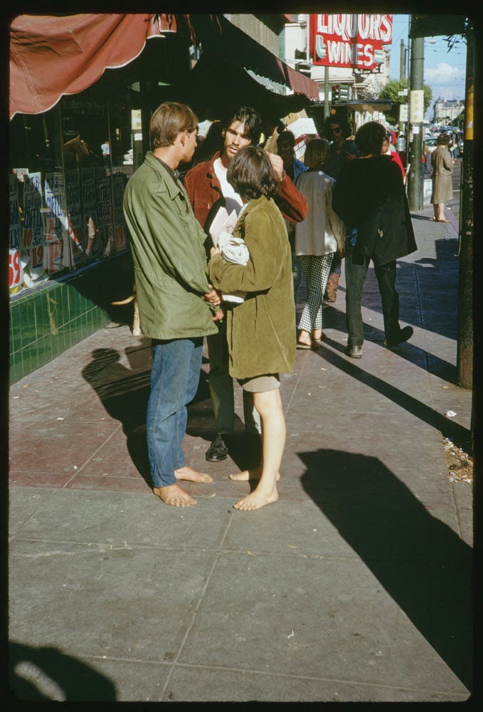 Haight-Street-Hippies-San-Francisco-in-1967-8