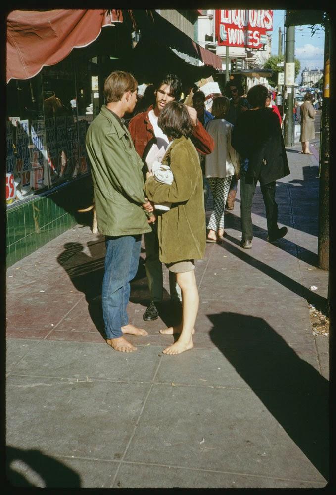 Haight-Street-Hippies-San-Francisco-in-1967-8